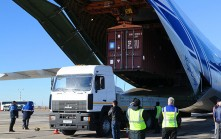 STRENGTH IN NUMBERS Most expedited air cargo moves in consolidations, which allow forwarders to leverage traffic volumes to get lower rates from the airlines.