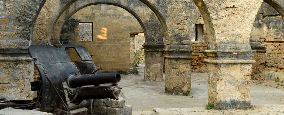 TRADE WARS The Portuguese, owners of this cannon at a Gujarat, India, fort, dramatically changed the commercial system centered on the Indian Ocean when they arrived in the 1490s.