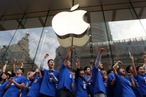"""Apple """"Investing Like Crazy"""" in Greater China"""